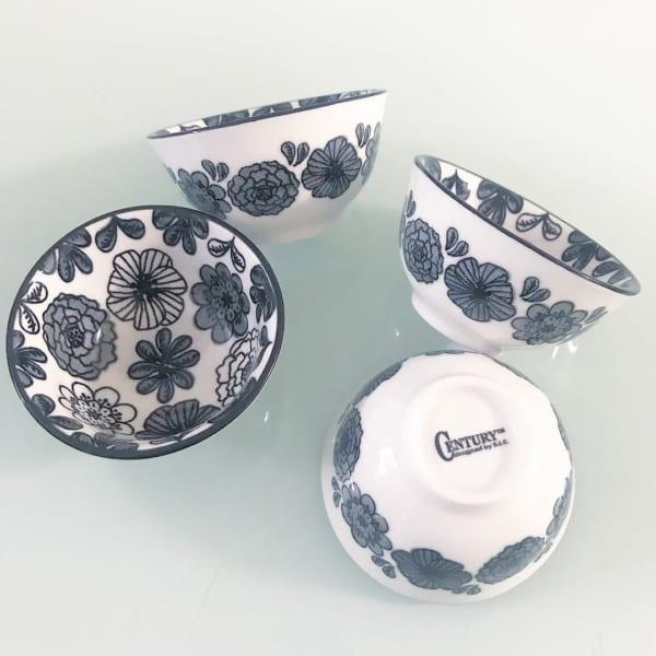 モノトーンの花柄食器(セリア)