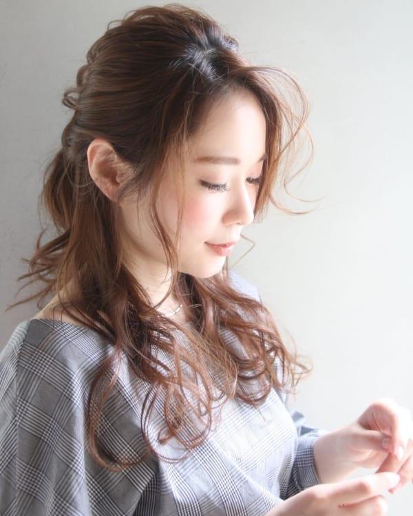 くせ毛を生かすヘアアレンジ3