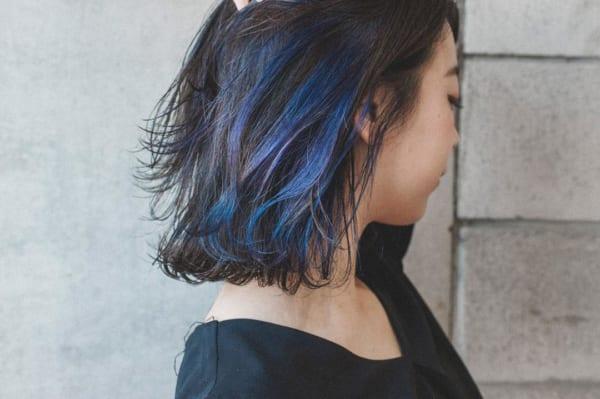 ブルーとパープルの2色使い