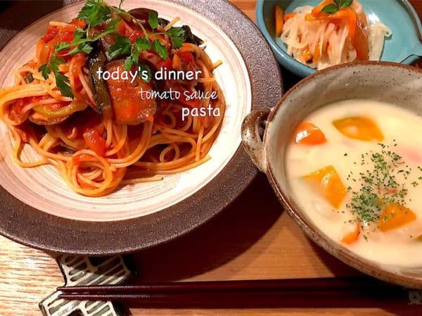茄子とベーコンと小松菜とキノコのトマトソースパスタ