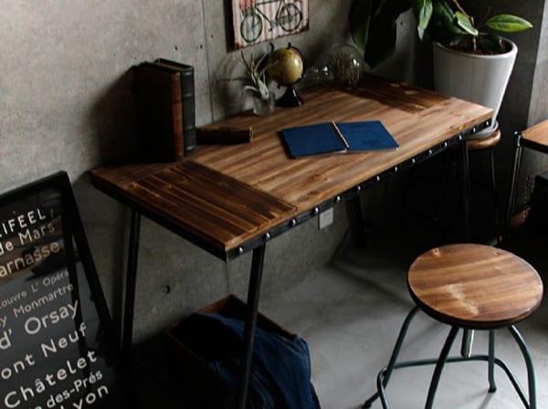 椅子を置いて作業机にしても