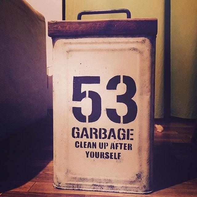 一斗缶にペイントとステンシルを施したゴミ箱