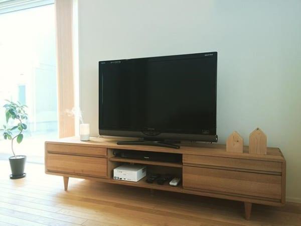 スタンダードなテレビボードは、インテリアになじむものをチョイス☆