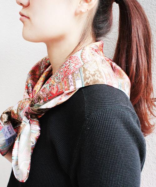 正方形スカーフの巻き方