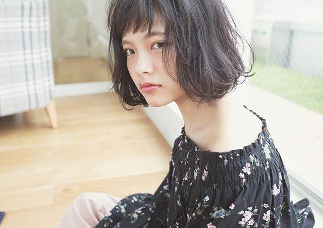 黒髪×ショートボブストレート 丸顔