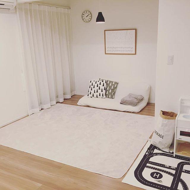 白を基調とした部屋に合うソファ