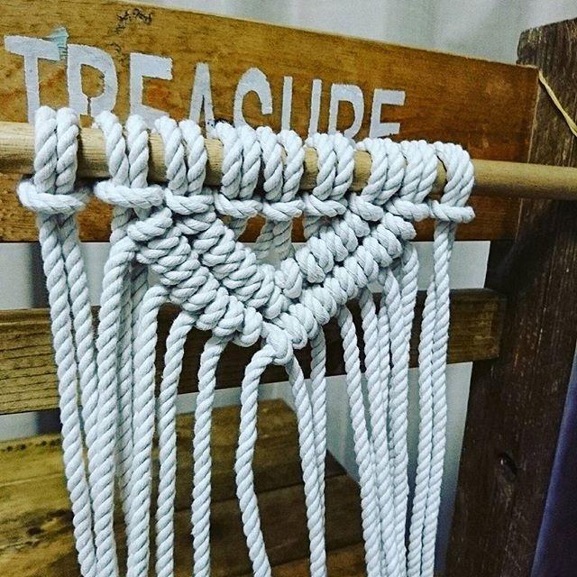 マクラメ編みを取り入れたインテリア2