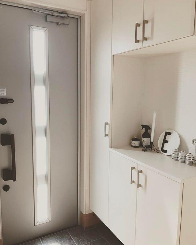 玄関は白を多めにして明るく