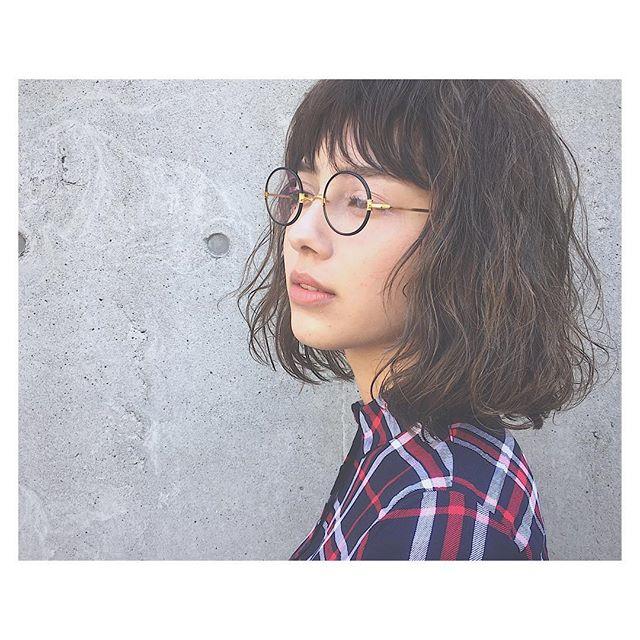 丸メガネに似合う髪型 ボブ