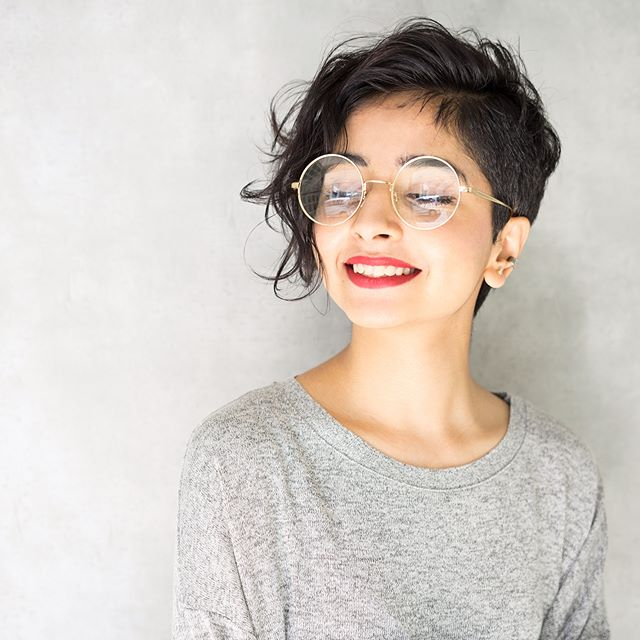 丸メガネに似合う髪型 ショートヘア
