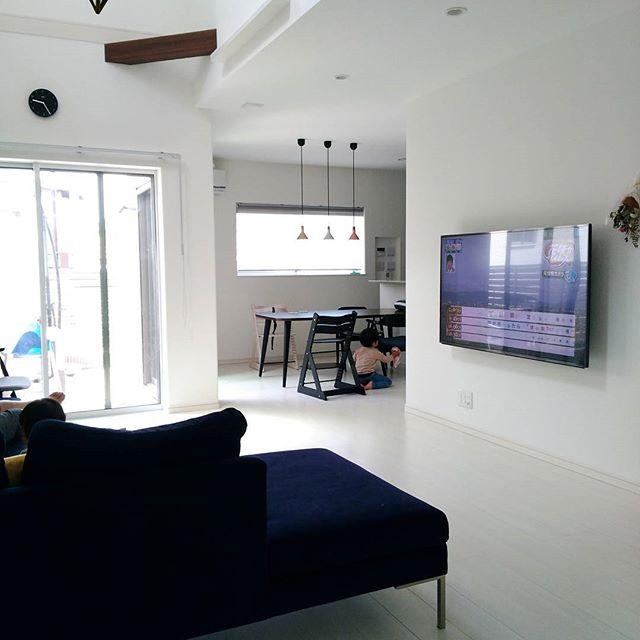 壁掛けTVでシンプルな空間2