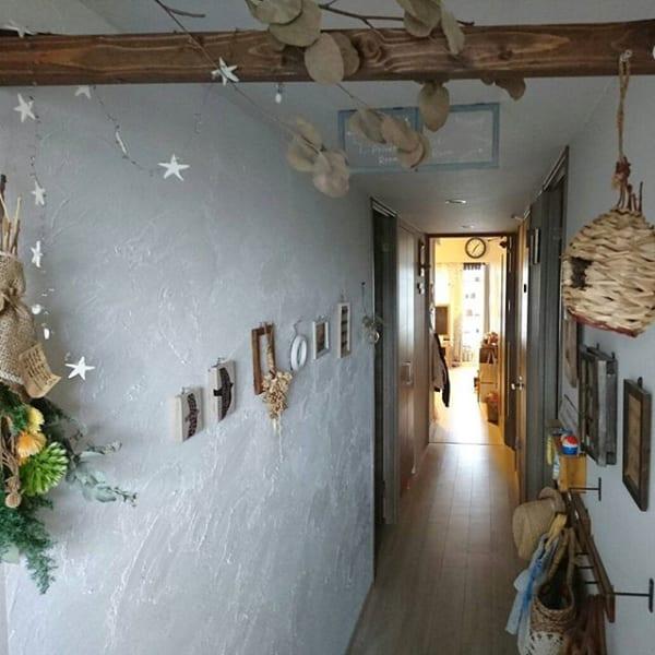 漆喰壁で空間に奥行をもたらす