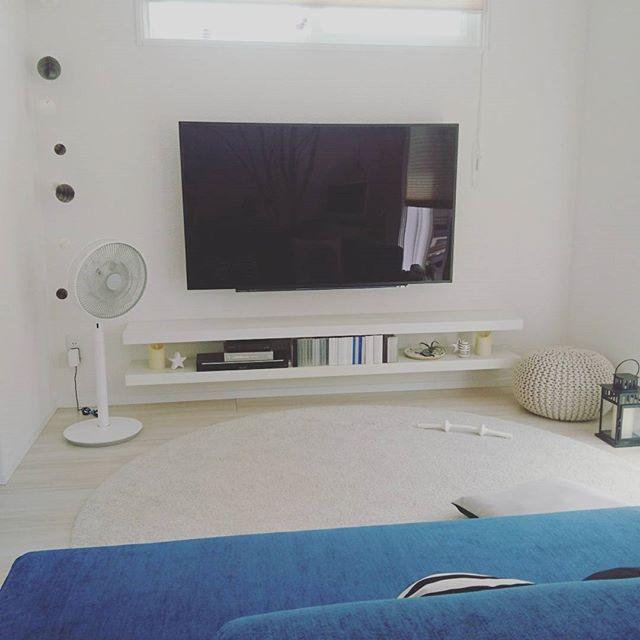 壁面収納にTVボードを合わせる