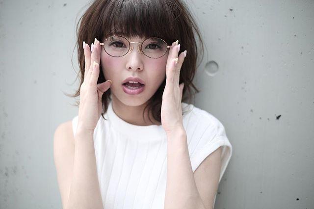 丸メガネに似合う髪型 ボブ4