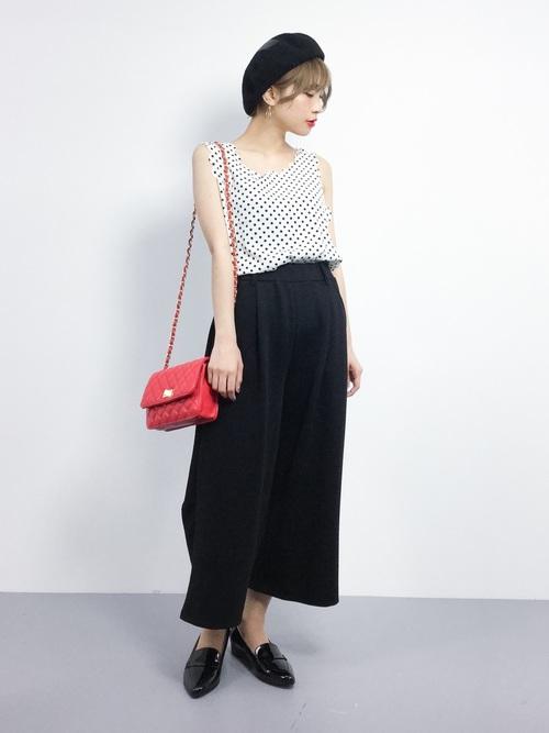90c1e165cc24 赤バッグの春夏コーデ特集♡シンプルファッションのアクセントにして ...