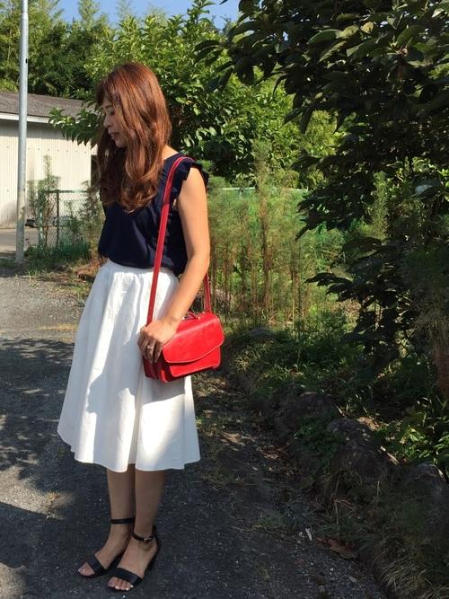 赤バッグ スカートコーデ4