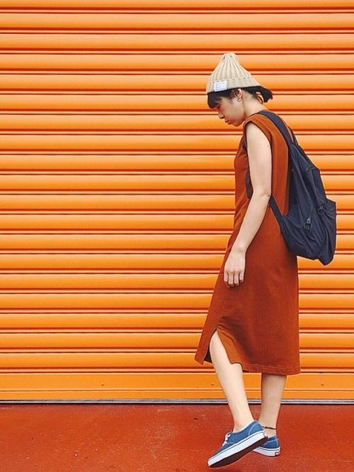 【ベージュニット帽】×ノースリーブワンピース