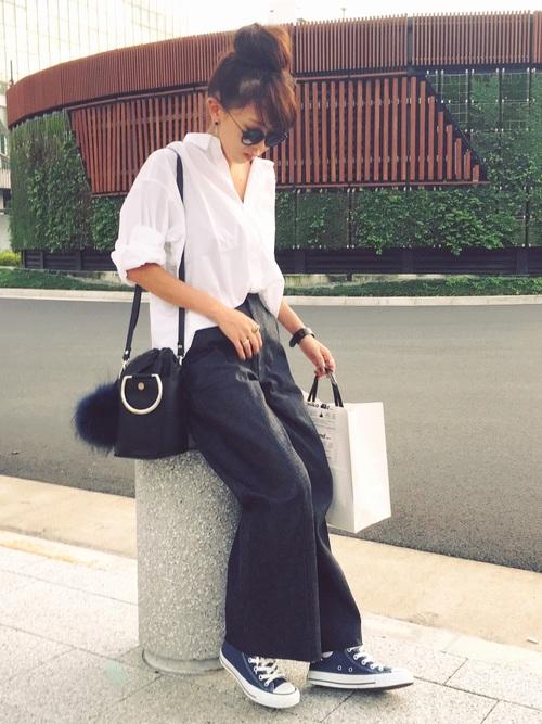 白のスキッパーシャツ ワイドパンツコーデ