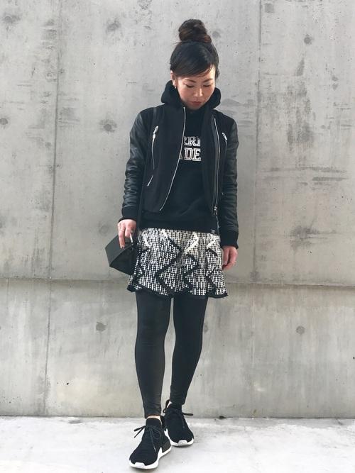 40代におすすめ【アウター×ミニスカート】白2