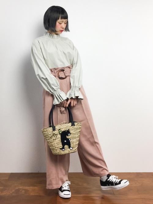 ベージュ トップス ピンク ワイドパンツ