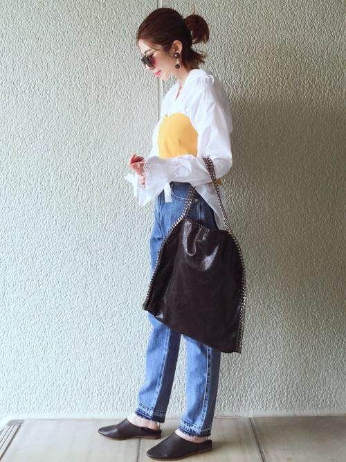 白のスキッパーシャツ デニムコーデ