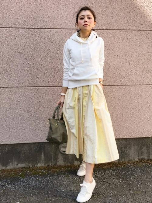 ワンピーススカート 白パーカー2