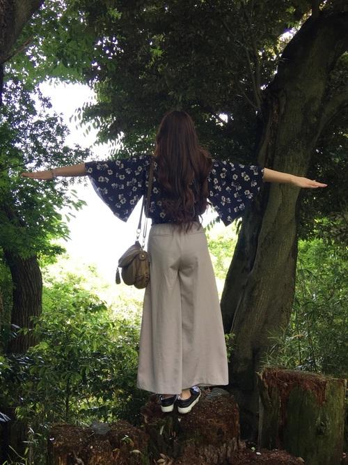 ワイドパンツ【きれいめコーデ】 ネイビー 花柄トップス