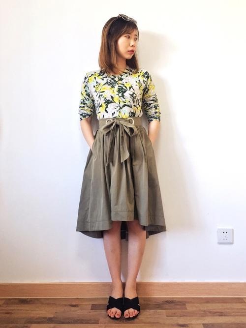 ショート丈スカート【きれいめコーデ】 花柄トップス2