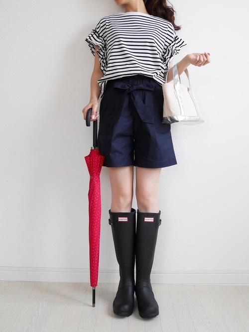ショートパンツ×長靴のトレンドコーデ