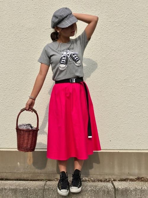 グレー Tシャツ ピンク スカート