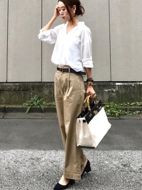 袖まくりシャツ+パンツのこなれコーデ