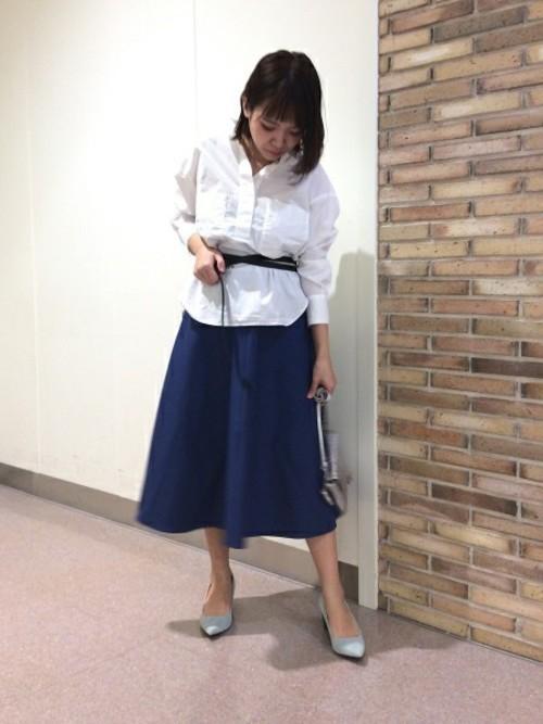 白トップス+スカートの春夏コーデ