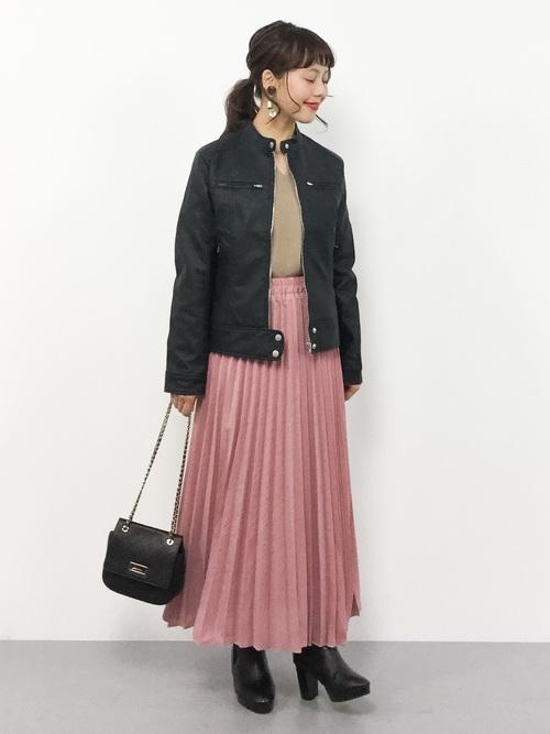 ベージュ トップス ピンク スカート