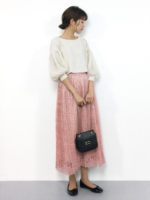 気温23度の服装 プリーツスカート