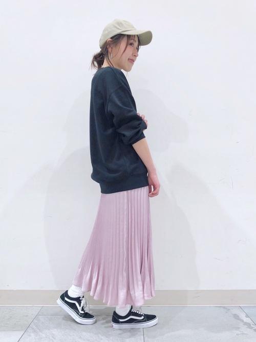 黒 トップス ピンク スカート