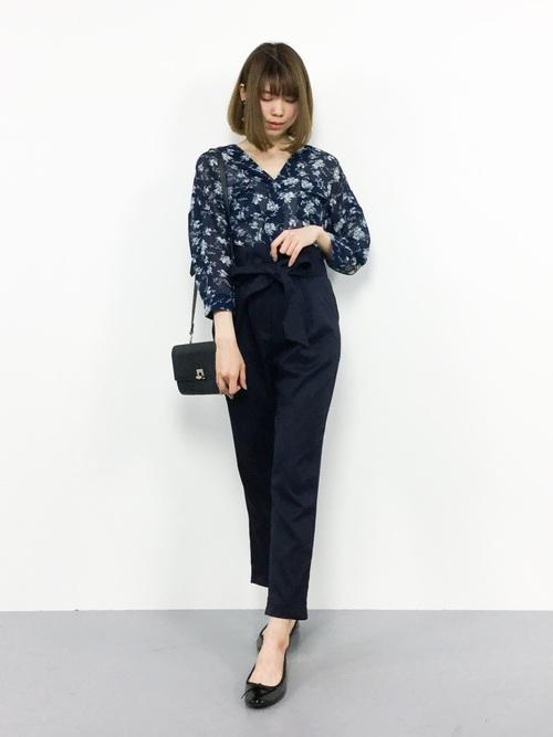 ブルーのスキッパーシャツコーデ パンツ