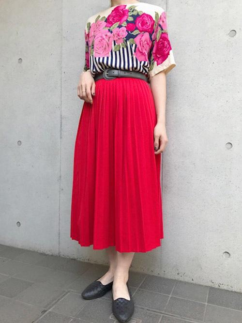 鮮やか系フレアスカート【カジュアルコーデ】 花柄トップス