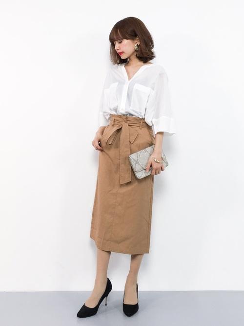 白のスキッパーシャツ スカートコーデ