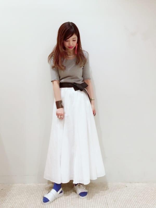 白スカートとの大人かわいいコーデ