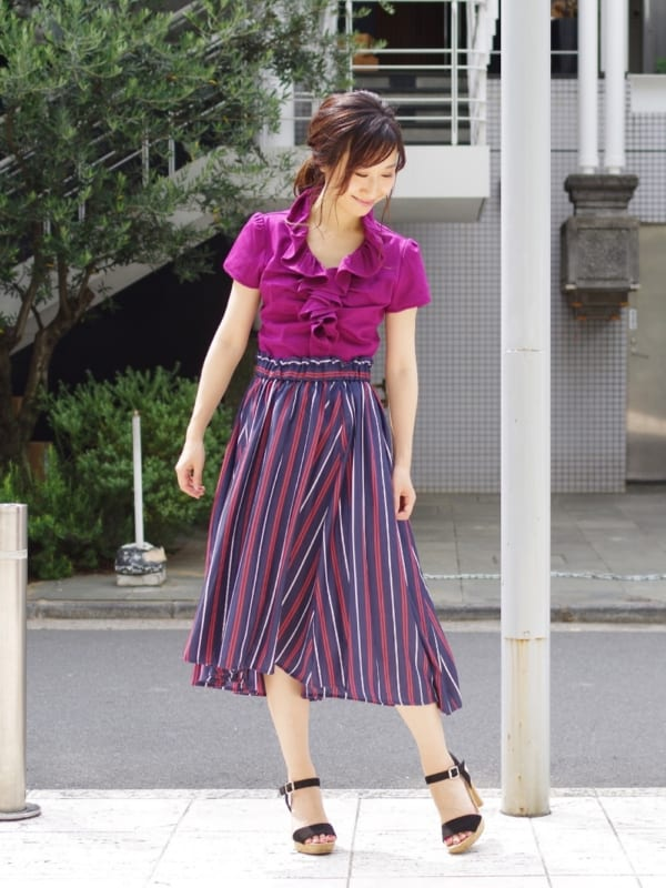 視線を集める大胆柄スカート2