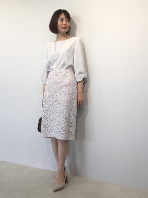 気温23度の服装 オフィスコーデ スカート 春