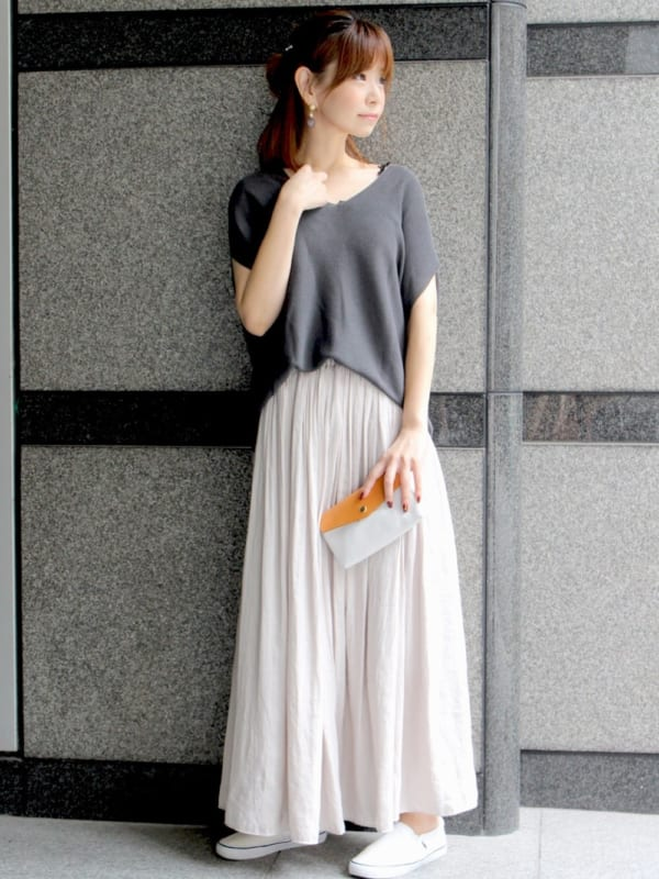 白ロングフレアスカートで作る上品コーデ