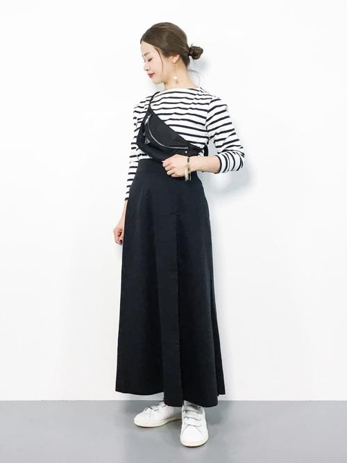 秋向け・22度の日の旅行のカジュアルな服装