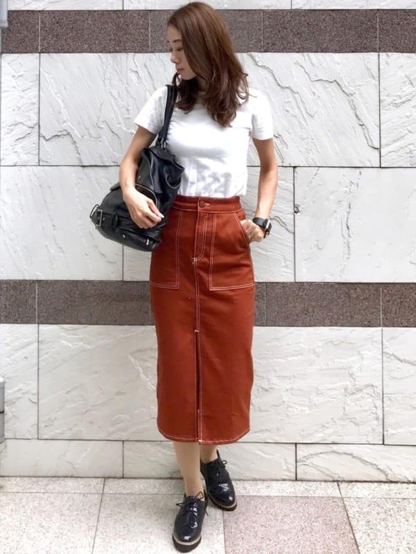 白TシャツのシンプルIラインコーデ