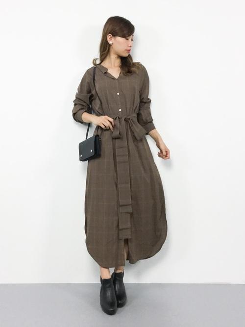気温23度の服装 シャツワンピースコーデ 秋
