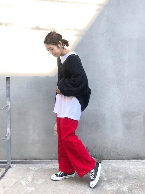 赤 パンツ コーデ3