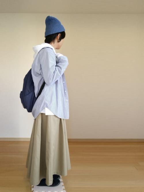 白パーカー マキシ丈スカート2
