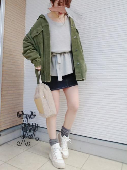 30代におすすめ【スニーカー×ミニスカート】2