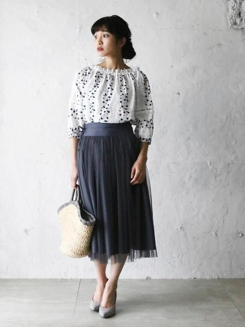 [cawaii] 小花刺繍が咲いた爽やかなオフショルダー トップス