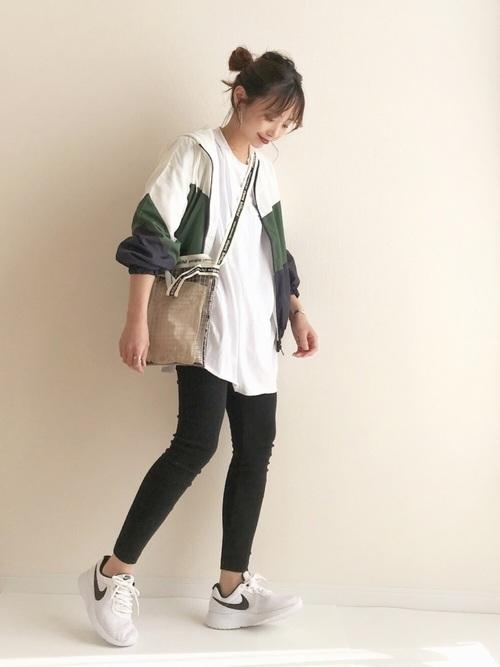 《初秋》気温27度の服装:パンツスタイル 曇り